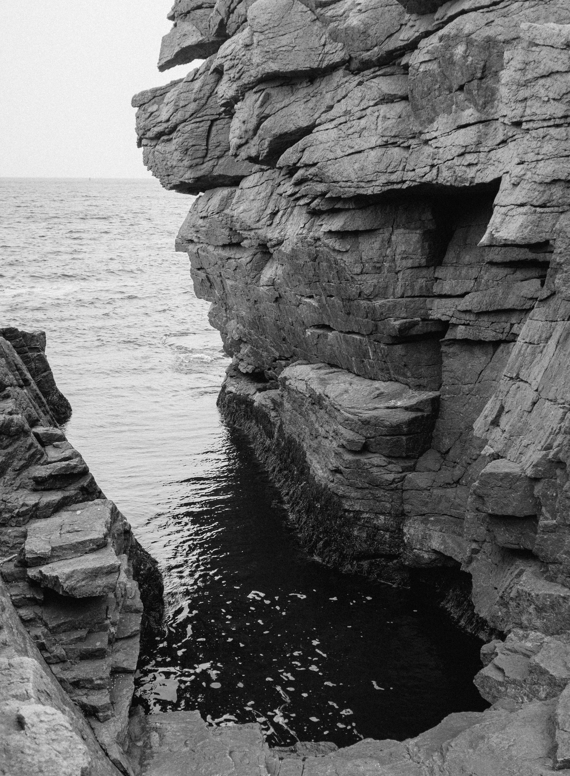 Thunder Hole at Acadia. Unfortunately, this tourist spot hasn't impressed us much so far.